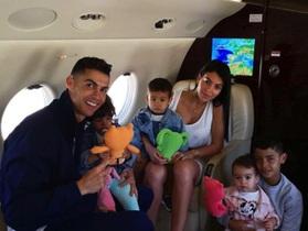 C.Ronaldo đi nghỉ cùng bạn gái, mặc kệ lùm xùm hiếp dâm