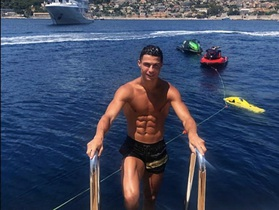 C.Ronaldo thuê siêu du thuyền với giá hơn 4,6 tỷ đồng/tuần