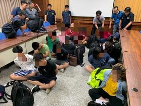 Đài Loan bắt nhóm 14 người Việt Nam vượt biên trái phép trên biển