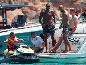 Những chuyến nghỉ dưỡng tiền tỷ của C.Ronaldo và các ngôi sao bóng đá