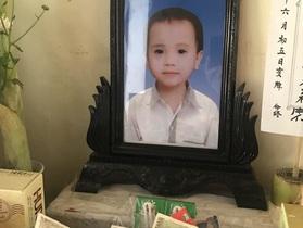 """Xót xa gia cảnh cháu bé 5 tuổi tử vong bất thường, bệnh viện """"nợ"""" câu trả lời"""