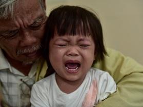 Con dâu qua đời, ông nội bán lúa non cứu cháu gái ung thư