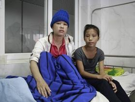 Mẹ u não, bé gái HMông 12 tuổi phải nghỉ học giữa chừng