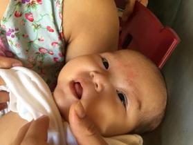 Ánh mắt cầu cứu của bé gái 5 tháng tuổi bị ung thư máu