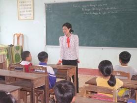 """Xót xa cảnh cô giáo mất đi cánh tay trong lần băng rừng """"gieo chữ"""""""