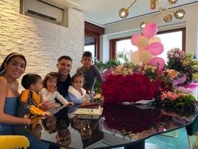 C.Ronaldo hạnh phúc chúc mừng sinh nhật bạn gái xinh đẹp