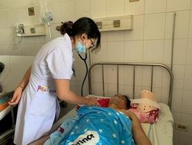 Bác sĩ kêu gọi bạn đọc giúp đỡ người đàn ông bị liệt tứ chi sau vụ tai nạn