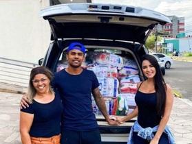 Ngôi sao Juventus và bạn gái xinh đẹp làm từ thiện giữa mùa dịch