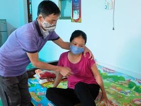 Vợ chồng bệnh hiểm nghèo chăm nhau trong cảnh bế tắc cùng cực