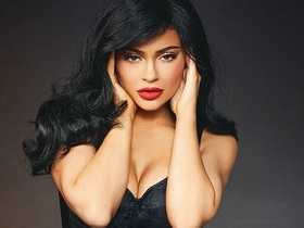 Kylie Jenner ngày càng nóng bỏng