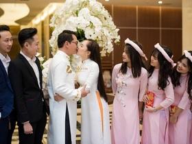 NSND Trung Hiếu hôn vợ 9x đắm đuối trong lễ cưới ở Sơn La