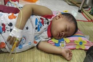 Mẹ vừa mất chưa tròn năm, Minh Anh đã phát bệnh ung thư máu