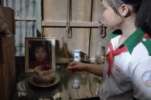 Năm 2015, chị Trang ra đi, bỏ lại 2 đứa con nhỏ vì ung thư vòm họng di căn sang gan, cổ