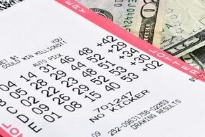 Người đàn ông trúng số hai lần trong một ngày với giải thưởng hơn 1 triệu USD