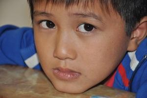 Bố bị tai nạn, mẹ đi lấy chồng, bé Việt Anh lại bị ung thư hạch đe dọa mạng sống