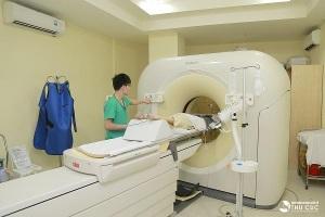 Chụp CT được chỉ định để xác định giai đoạn bệnh, đánh giá sự xâm lấn của khối u vào các cơ quan xung quanh