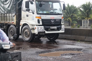 Buộc dừng thu phí BOT Bắc Bình Định vì chậm sửa đường