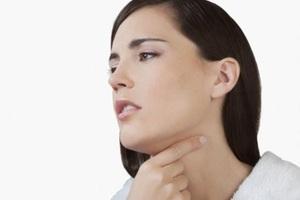 Khàn tiếng, nuốt khó là triệu chứng của bướu nhân tuyến giáp