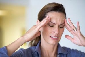 """Đau đầu là triệu chứng có thể xuất hiện sớm, dễ """"đánh lừa"""" bệnh nhân ung thư vòm họng"""