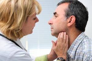 Nổi hạch góc hàm đôi khi xuất hiện trước cả những biểu hiện như đau đầu, nghẹt mũi