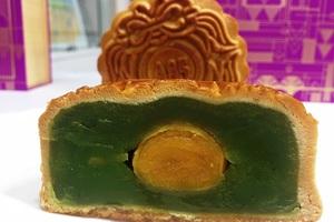 Các loại nhân bánh truyền thống cũng sẽ tiếp tục lên kệ trong mùa trung thu năm nay. Ảnh: Đại Việt