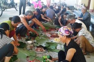 Trong ngày này mọi người dân Thanh Hòa đều gác lại công việc riêng tư để tập trung cho việc gói bánh chưng chuẩn bị Tết Trung thu.