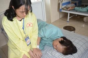 Nhờ bạn đọc giúp đỡ đứa con nhặt của người mẹ ung thư đã được đến trường - 3