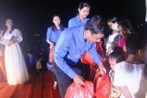 Tình nguyện viên đem Tết Trung thu đến hàng ngàn thiếu nhi miền núi - 3