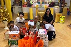 Trao quà trung thu cho các bé họ Nhân ở Cần Thơ - 2