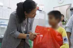 """Mang """"Trăng Rằm Yêu Thương""""đến những trẻ em bị nhiễm HIV.jpg"""
