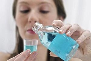 Dùng nước súc miệng sai cách dễ mắc ung thư