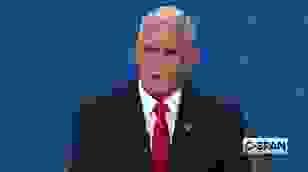 """Bầu cử Mỹ: Ruồi đậu trên đầu ông Pence trong tranh luận gây """"bão mạng"""""""