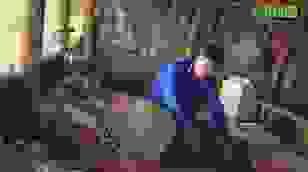 Người chồng nghèo khổ cầu xin mọi người cứu vợ đang nguy kịch