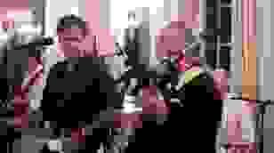 Ông Antony Blinken hát cùng ban nhạc