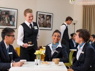 4 điều ngành bán lẻ xa xỉ đang học hỏi từ ngành Quản trị khách sạn, du lịch và sự kiện