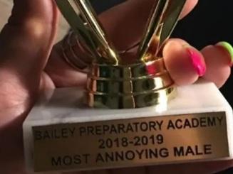 """Mỹ: Học sinh tự kỷ nhận giải """"phiền nhiễu nhất năm"""", gia đình phẫn nộ"""