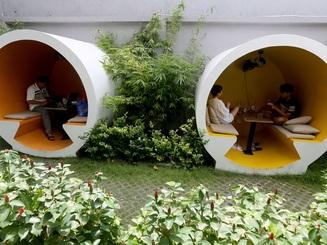 """Quán cà phê ở Sài Gòn cho khách """"chui"""" vào ống cống"""
