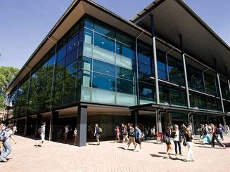 Trao đổi trực tiếp về học bổng 30%-50% học phí năm 2020 - University of Wollongong, Úc