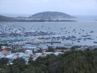 """Bãi biển Phú Quốc mùa mưa - """"Nàng thơ"""" trong trẻo"""