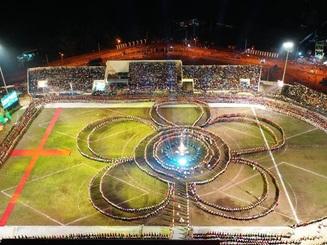 Ngỡ ngàng trước màn đại xoè 5000 người tham gia trong Lễ hội Mường Lò
