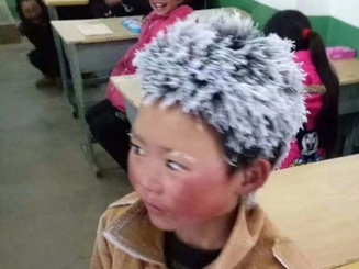 """""""Cậu bé băng tuyết"""" Trung Quốc thay đổi ra sao sau một năm gây sốt mạng?"""