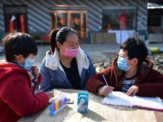 Trung Quốc: Trường học nghỉ dài vì dịch Corona, phụ huynh đau đầu