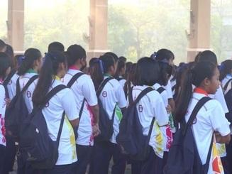 Trường học gây tranh cãi vì tính phạt học sinh hát quốc ca không đủ to