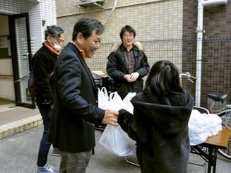 Thành phố Osaka cung cấp bữa trưa miễn phí cho học sinh mùa dịch Covid-19