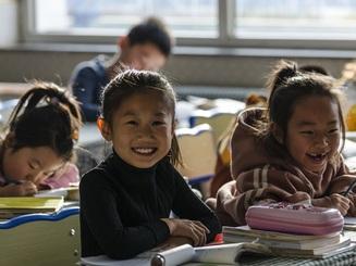 Hàng triệu học sinh Trung Quốc trở lại trường học