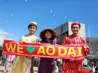 """""""Áo dài"""" chào mừng ngày 20/11 trên đất Úc"""