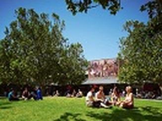Học ngành luật tại Australia: mời gặp mặt và trao đổi cùng giáo sư Gordon Walker - Đại học La Trobe