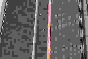 """""""Người nhện"""" liều lĩnh tay không leo tháp cao nhất Paris"""