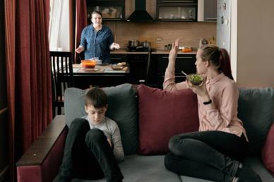 """Nhà chồng họp gia đình vì chuyện tôi """"đi nói xấu mẹ chồng"""""""