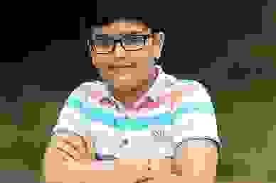 Bị cuốn ra biển, cậu bé 10 tuổi sống sót nhờ nhớ lời khuyên trong phim